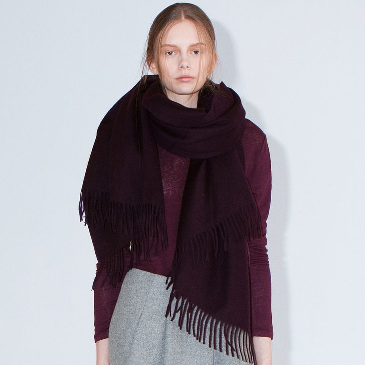 FWSS Ecstasy is a warm scarf in soft and brushed wool.