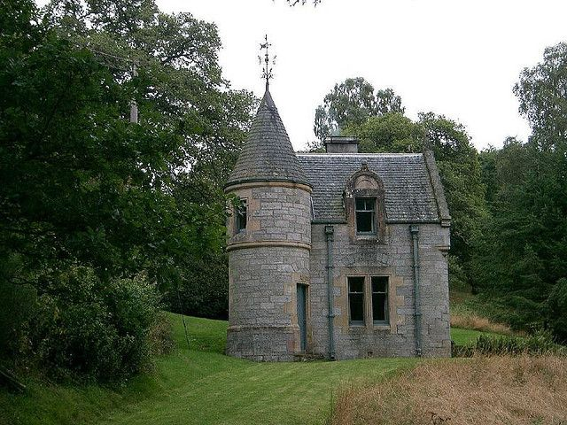 Small castles scotland very small castle cool houses for Small castle house