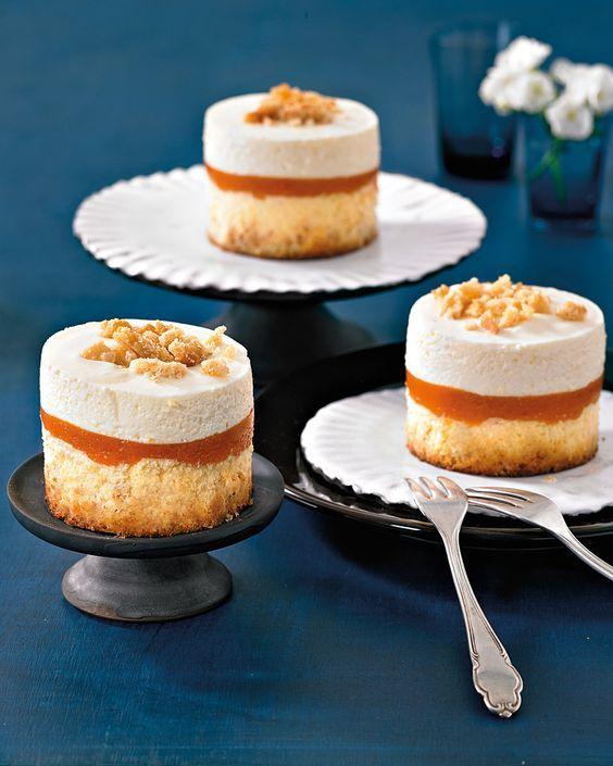 Gebackener Cheesecake und kühle Frischkäsecreme mit leckeren Aprikosenmus