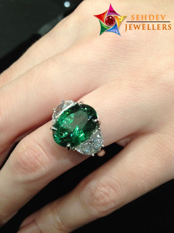 Beautiful Your Look With This Stylish Emerald Stone Ring
