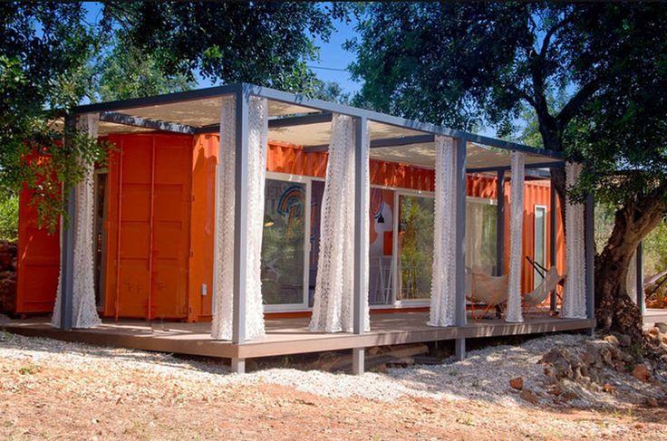 Certaines personnes ingénieuses ont eu la brillante idée de recycler des conteneurs pour y élire domicile. En plus d'un coût réduit, ces habitations peuvent être modelées à votre guise, tout en offrant un design moderne. SooCurious vous ...