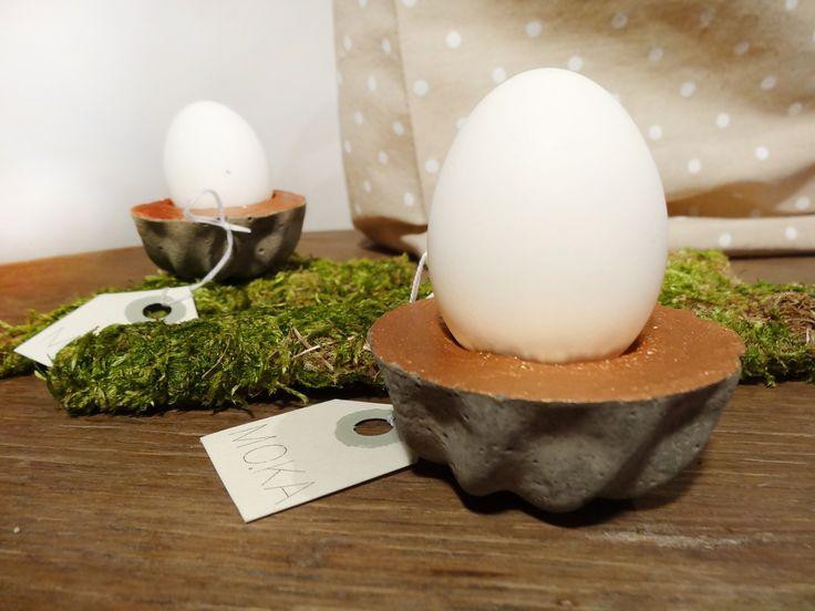 Betonová formička AKCE! Betonová formička pod vajíčko. S měděným povrchem. V sadě s vyfouklým bílým vajíčkem. Možno vyrobit více kusů s týdenní dodací lhůtou. výška 3cm, průměr 6cm
