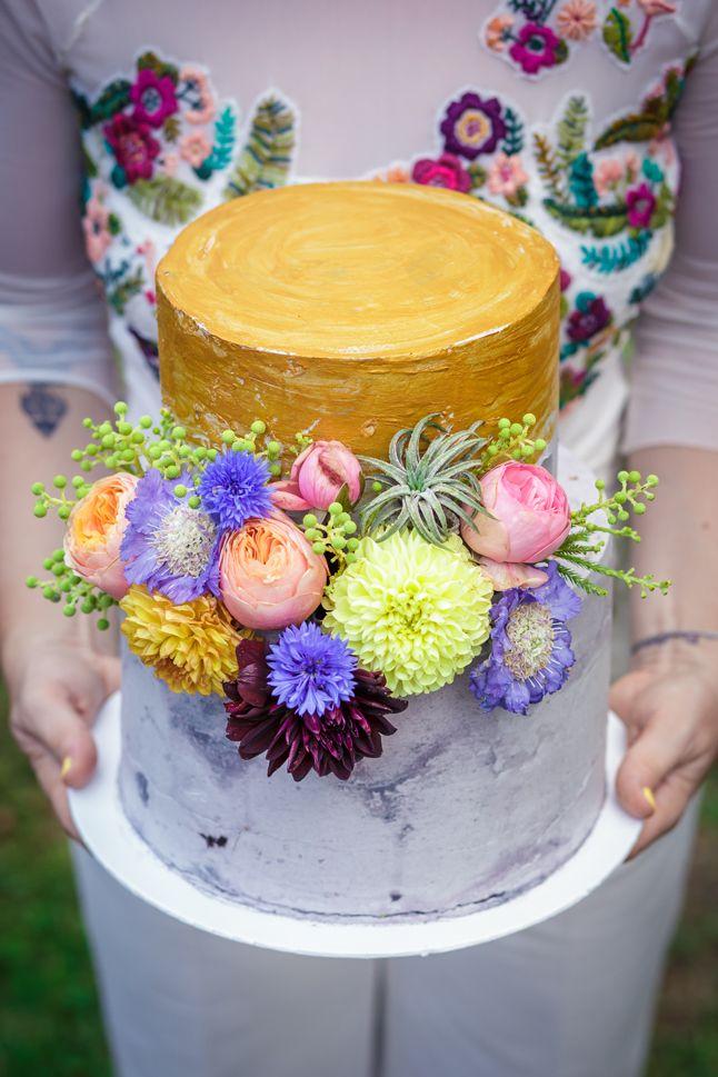 cake: Az én trotám; flowers FLORA floral botanical atelier; dress: Hey Darling; photography: Máté Gregus;