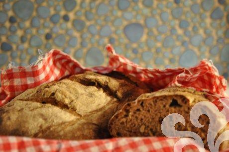 Surdegsbröd med frukt och nötter | baka.se