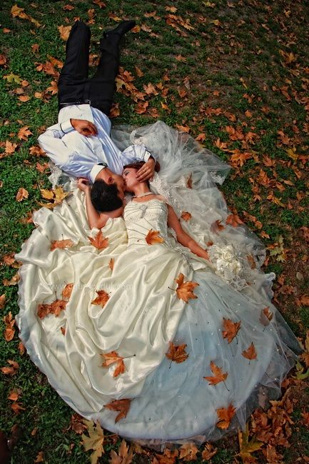 Perfect fall wedding picture. I wanna get married in the fall!
