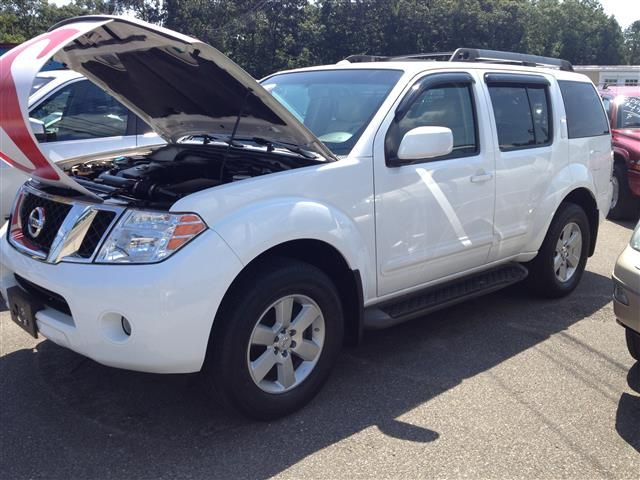White Frost Pearl 2008 Nissan Pathfinder 4WD 4dr V6 SE Shirley New York