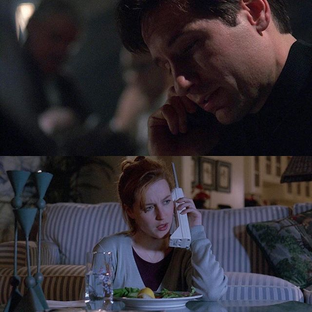"""It appears that cockroaches are mortally attacking people..."" ""I'm not going to ask you if you just said what I think you just said because I know it's what you just said..."" Today's episode had so many great conversation moments between Mulder and Scully. Season 3 War Of The Coprophages #201daysofxfiles #season3warofthecoprophages #gilliananderson #davidduchovny #mulder #scully #xfiles #xfiles2016 #xfilesrevival #firstladyofscifi"