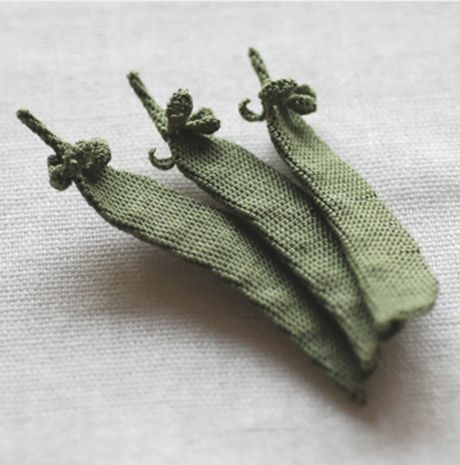 """These amazing vegetables have been knitted by the japanese textile artist Itoamika Jung Jung. Born in 1970, she first began playing with needles & thread at an early age and started closh lace knitting. In 2008, she began a knitting unit called """"knots"""" with Miki Fukushima, which resulted in a book, Knots Itoami Plants."""