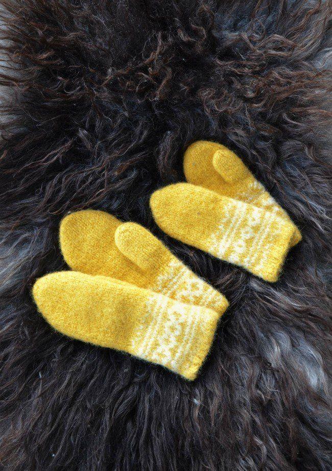 Tovede tøfler og votter inspirert av Setesdals-mønster | Strikkeoppskrift.com