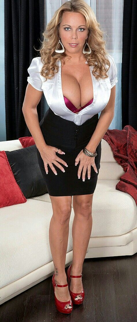 hot cougar girls with small boobs