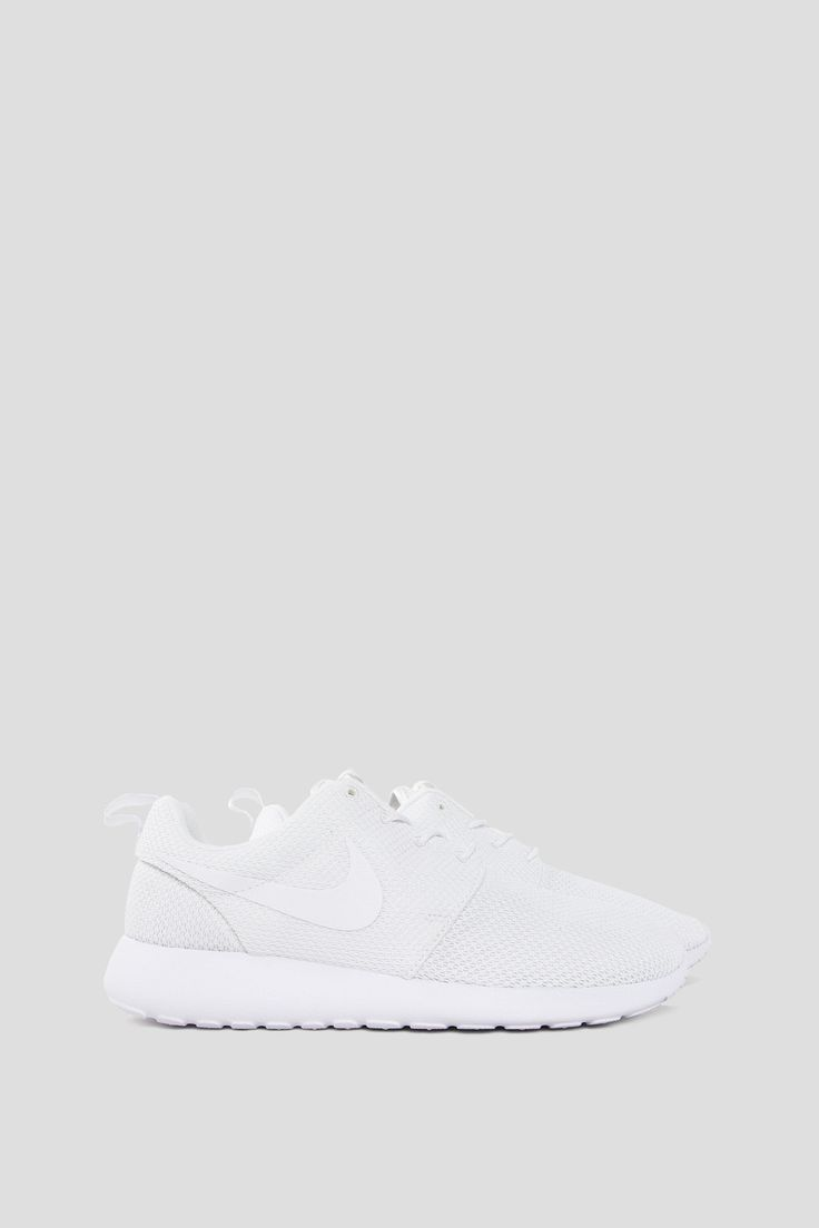 With a full mesh upper and injected unit midsole, the Nike Roshe One Men's Shoe offers breathability and lightweight impact protection. - Product Code: 511881-112 - Color: White / Black - Metallic Sil