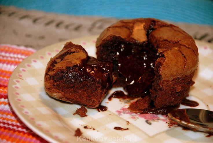 Moelleux au chocolat, oftewel een klassiek Frans chocoladetaartje met een zachte kern van chocolade. De ultieme afsluiting van een feestelijk diner!
