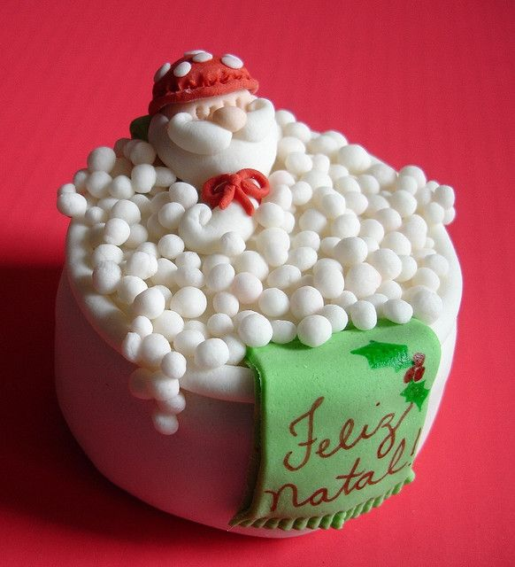 Mini bolo - Papai Noel  by The Cake is on the Table, via Flickr