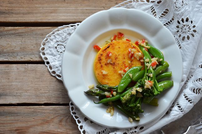 Kublanka vaří doma - Polentové koláčky s dušenou zeleninou
