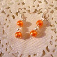 Bijoux fantaisie : boucles d'oreille perle nacrée orange et blanche@laboutiquedenath