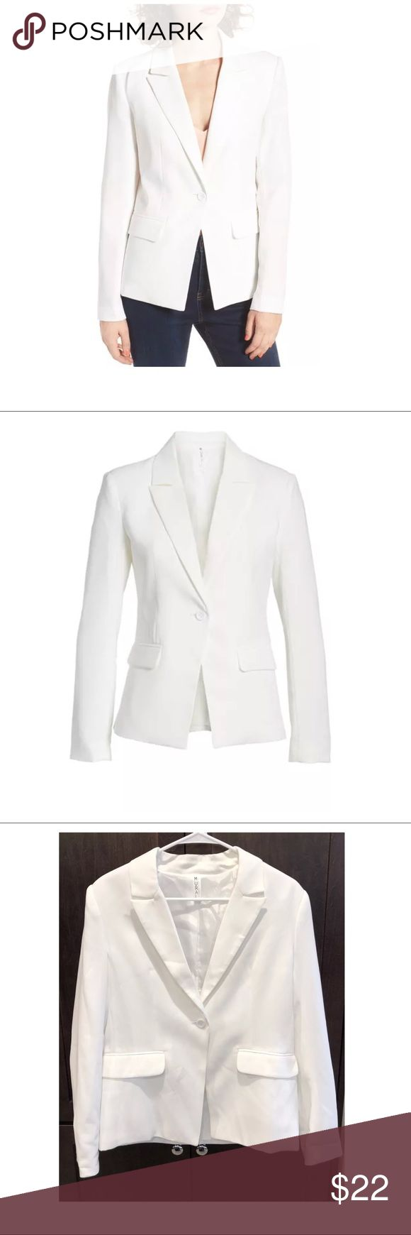 """$75 Mural for Nordstrom Structured Blazer in White $75 Mural for Nordstrom Structured Blazer in White ~Size L~  High end department store customer return. Retails for $75 + tax  Nice, gently worn  White One button closure Long sleeve Lined  Size L  Measures approximately: total length 24"""" bust across 20"""" sleeves 24""""- altered   PRICED TO SELL FAST! PLEASE ASK ANY QUESTIONS BEFORE PURCHASE, THANKS CHECK OUT MY OTHER DESIGNER HANDBAGS AND CLOTHING! Mural Jackets & Coats Blazers"""