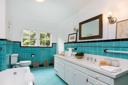 Charli XCX Just Dropped $2.8 Million On This Unique L.A. Home  #refinery29  http://www.refinery29.com/2015/08/92633/charli-xcx-hollywood-hills-home-pictures#slide-10  The retro bathroom may reveal the home's age, but it doesn't look half bad for being 92 years old. ...