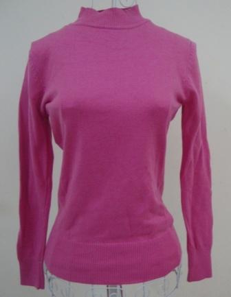 Áo len mỏng, kẻ ngang hoặc trơn, có nhiều màu, cổ tròn và cổ tim. Chất len pha sợi, thích hợp mặc mùa thu hoặc chớm đông. Một số mẫu còn tag, một số đã bị cắt hết tag