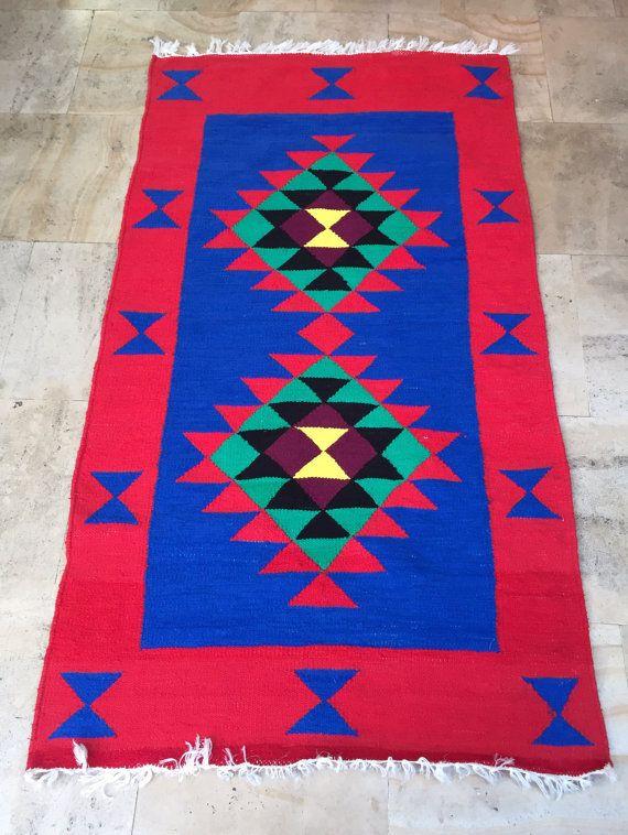 Tapis berbère rouge et bleu margoum kilim rug par lesptitskdo