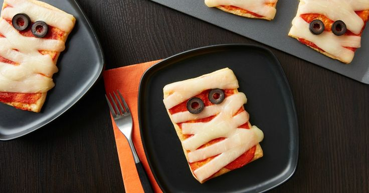 Kids will go crazy for these adorable mummy pizzas! Made easy with crescent dough, kids will love to help assemble them for dinner or serve them at your next Halloween party.