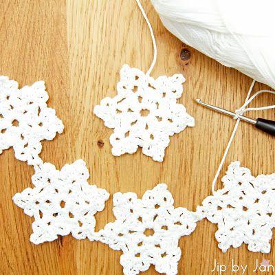 Christmas Crochet Jip by Jan  Crochet pattern Snowflakes Link to pattern in blogpost. Haakpatroon IJskristallen Link naar patroon in blogpost.