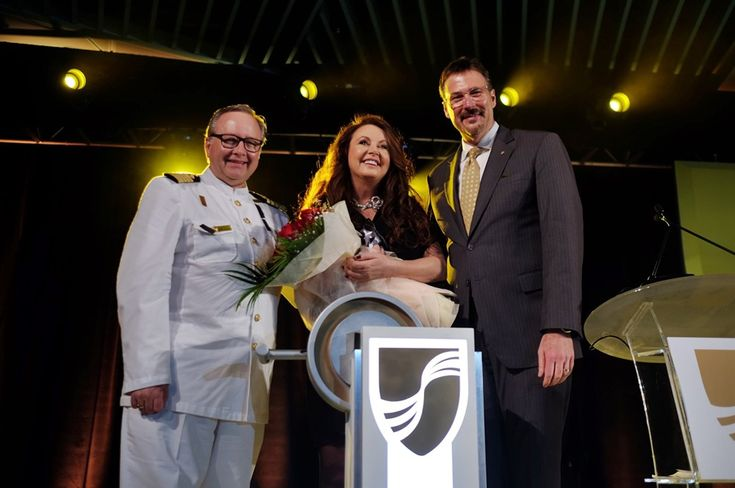Battezzata a Singapore Seabourn Encore. Il soprano Sarah Brightman madrina della cerimonia | Dream Blog Cruise Magazine