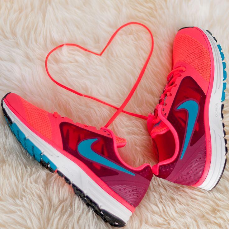 Günaydın! Güne enerjik bir başlangıç için #Nike kampanyamıza mutlaka göz atın :) #goodmorning #morning #gunaydin #shoes #shoesoftheday #instashoes #accessories #accessoriesoftheday #markafoni #style #stylish #pink #pembe #ayakkabi #gunaydin #nofilter #sport #love #look