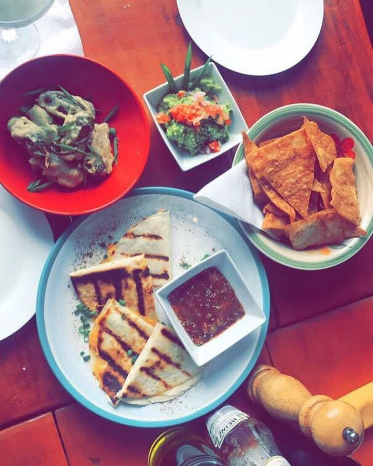 Spread of Lunch at @la_tavernalagos yesterday. Yum yum all the way. You can still catch some clips on our Insta story or snapchat #foodieinlagos #eeeeeats #huffposttaste #eater #Chile #Mexican #Tapas #mexicanfood