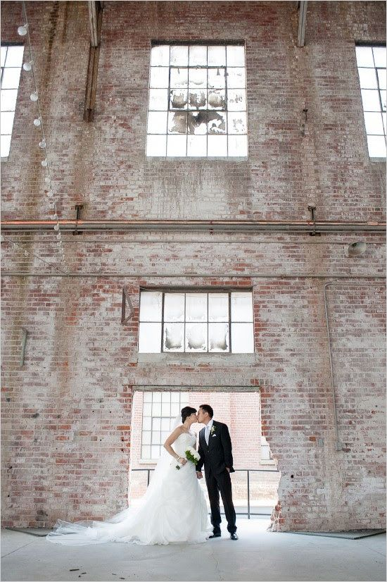 Amazing views of the venue and bride and groom! Don't you think?! Captured by: Vivian Chen Photography #wchappyhour #weddingchicks http://www.weddingchicks.com/2014/09/04/vivian-chen-photography/
