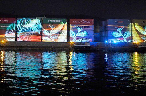 Besonders beeindruckend: Bei der Langen Nacht der Museen gab es am Stuttgarter Hafen eine Lichtshow. Foto: Leserfotograf burgholzkaefer