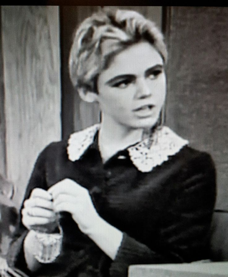 edie sedgwick girl on fire | Edie Sedgwick Butterfly earrings on the Merv Griffin Show 1965 Steve ...