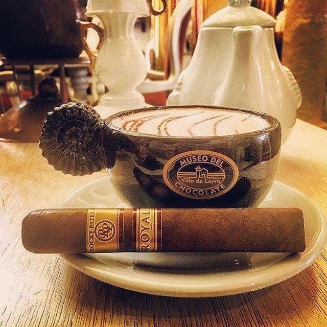 Bello y bendecido día  para todos los seguidores de @tabacostore hoy con un #rockypatelcigar y cremoso café  de colombia. Un puro centroamericano Made in Nicaragua  disponible ahora. Se vende por unidad. . #cigar #cigaraficionado #tabacovenezolano  #tabacoenvenezuela #tabacostore #cigarinfluencer  #cigarshop #luxurylife #cigarlife #cigars #olorvenezolano #instacigar #cigarsoninstagram