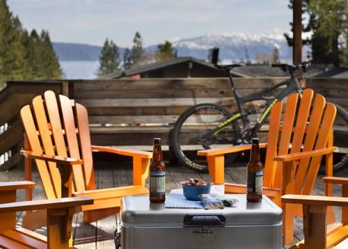Basecamp Tahoe City Tahoe City Featuring free WiFi throughout the property, Basecamp Tahoe City offers pet-friendly accommodation in Tahoe City, 48 km from Reno. Guests can enjoy the on-site bar. Free private parking is available on site.