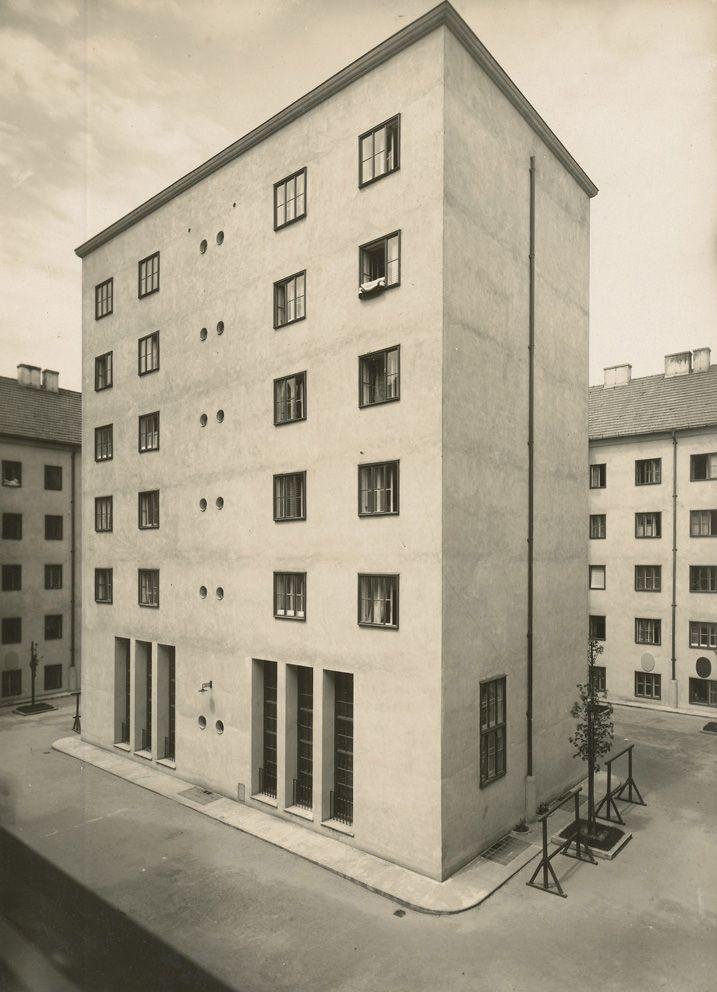 Josef Hoffmann, Klose-Hof, Volkswohnhaus, 1924-25. Vienna. Photo: Julius Scherb