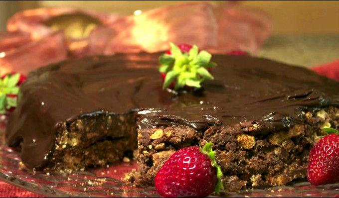 Faimosul desert – extrem de simplu și delicios – pe care prințul William îl consideră preferatul lui. Tort care, desigur, nu a putut lipsi de la nunta lui. Făcut din numai 4 ingrediente, nu necesită coacere și este atât de simplu încât și un copil îl poate face! Pune jumătate din cantitatea de ciocolată, laptele …