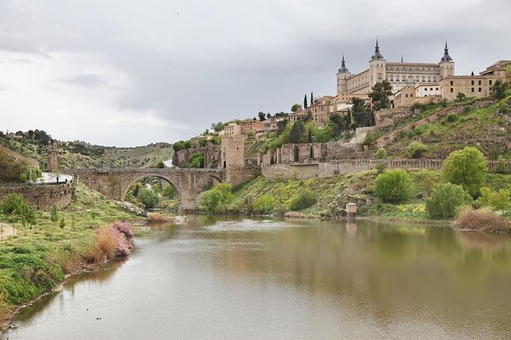 The best tour to get acquainted with the city of Toledo and The Royal Place of Aranjuez with Tourboks!