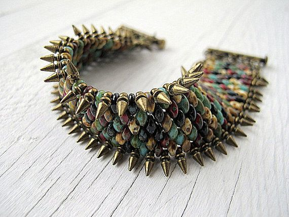 Hoi! Ik heb een geweldige listing gevonden op Etsy https://www.etsy.com/nl/listing/174343733/southwestern-spiked-wristband-bracelet