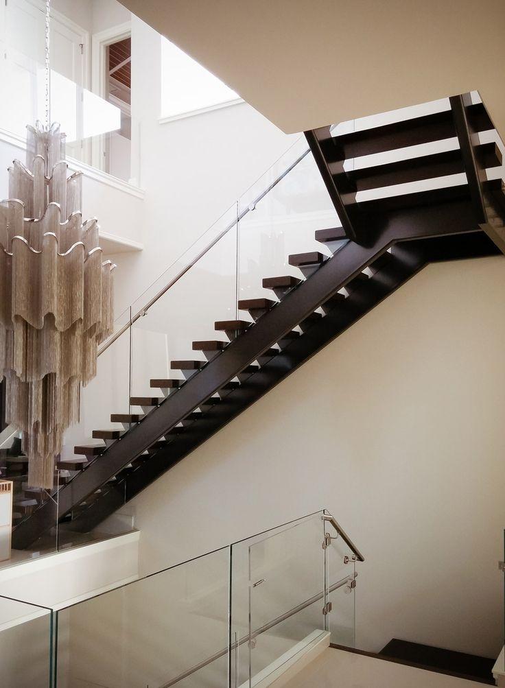 Best 25 stainless steel handrail ideas on pinterest for Modern glass railing