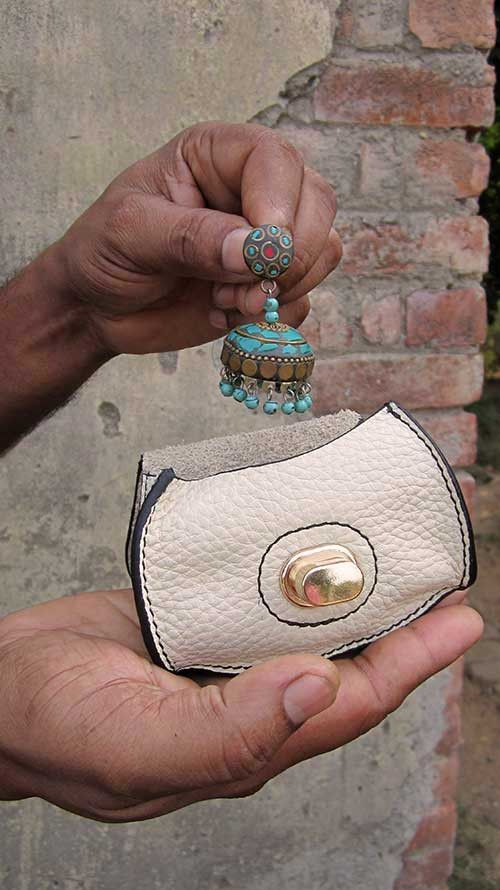 Ivory Nicola, Chiaroscuro, India, Pure Leather, Handbag, Bag, Workshop Made, Leather, Bags, Handmade, Artisanal, Leather Work, Leather Workshop, Fashion, Women's Fashion, Women's Accessories, Accessories, Handcrafted, Made In India, Chiaroscuro Bags - 11