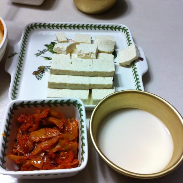 느린마을 막걸리와 두부 김치