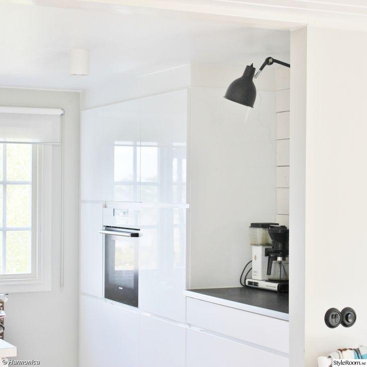 kök,sommmarhus,kvik mano högglans,lampa mörkgrå pj 72,kaffebryggare moccamaster
