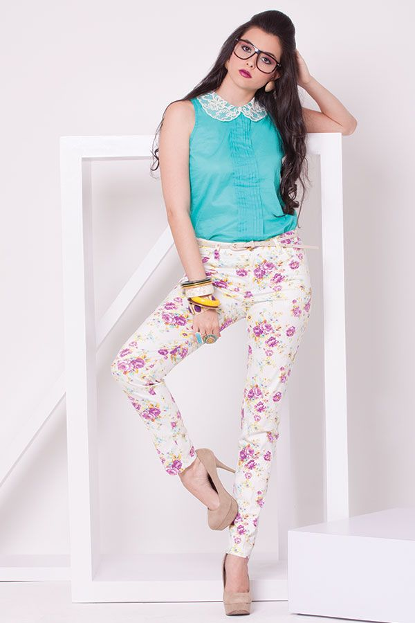 Pantalon de flores y blusa cuello bebe con encaje.  ZOCCA'S NEW COLLECTION !!!  Encuentranos en nuestra tienda en linea . Ingresa a www.zocca.com.co . #clothing #fashion #eshop #tiendaenlinea