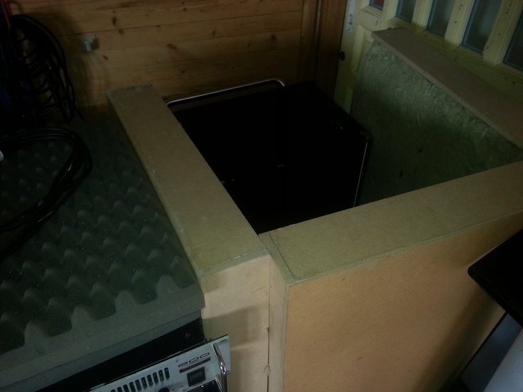 bass caB boxed in for recording