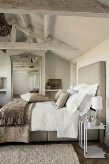Camera da letto accogliente - Idee per arredare con il tortora la camera da letto per un ambiente elegante ma semplice.