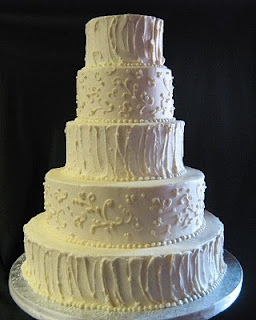 love the contract of rough application butter cream frosting with traditional scrolls. Just needs a little color!