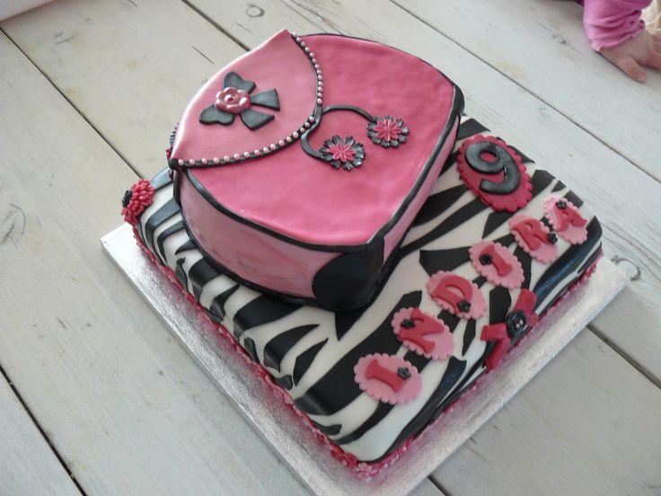 een van mijn eerste taarten voor mijn oudste dochter.....handtas taart.
