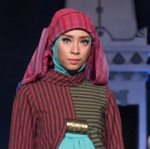 Simple lurik hijab by Astrid Ediati in Jogja Fashion Week 2014