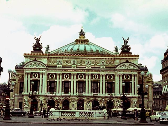 Paris Opera House. The Paris Opera House is thought to be one of the greatest pieces of architecture of its period. Located on the northern part of Avenue De l'Opera in the 9e arrondisement , it was founded in 1669 by King Louis XIV.