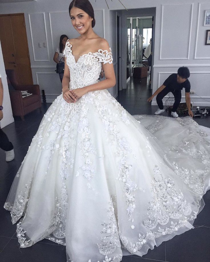 Ladies, Ladies, Ladies! Tons of inspiration from today's blog so make sure you have your notes ready to complete your wedding dress design. I have been following Michael Leyva and …