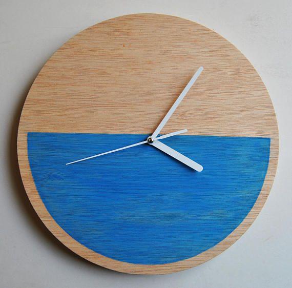 Reloj de pared. Pintado a mano. Madera contrachapada.